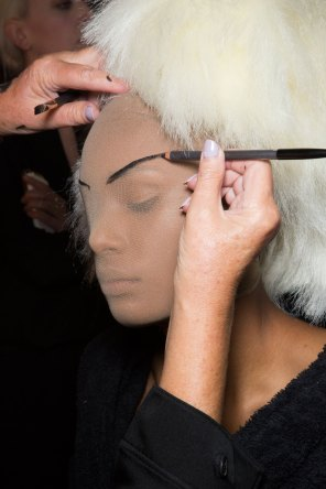 Gareth-Pugh-beauty-spring-2016-fashion-show-the-impression-123