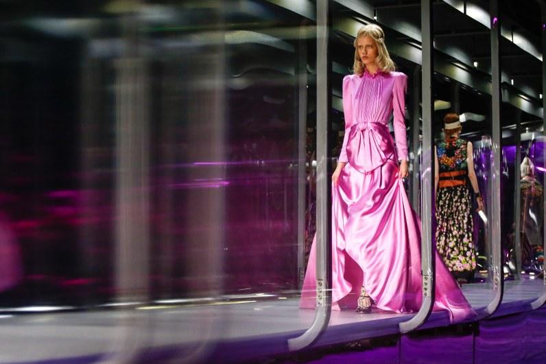 Gucci-fall-2017-fashion-show-atmospher-the-impression-01