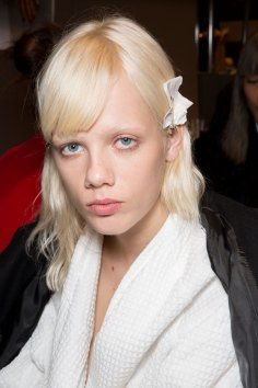 Gucci0-backsatge-beauty-spring-2016-fashion-show-the-impression-032