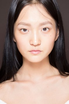 Gucci0-backsatge-beauty-spring-2016-fashion-show-the-impression-057