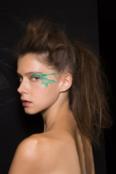 Issey-Miyake-spring-2016-beauty-fashion-show-the-impression-83