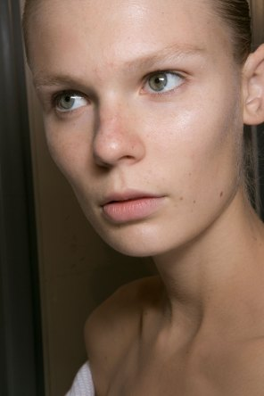 JW-Anderson-beauty-spring-2016-fashion-show-the-impression-024
