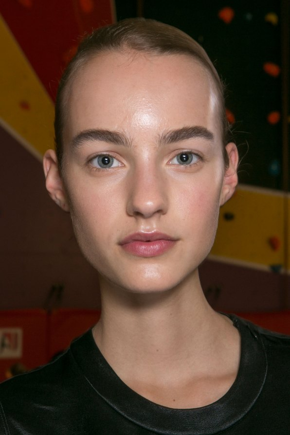 JW-Anderson-beauty-spring-2016-fashion-show-the-impression-030