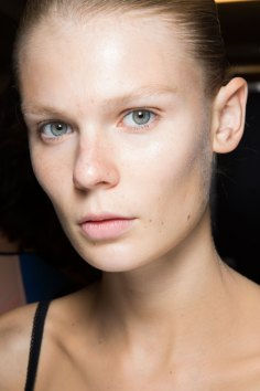 JW-Anderson-beauty-spring-2016-fashion-show-the-impression-062