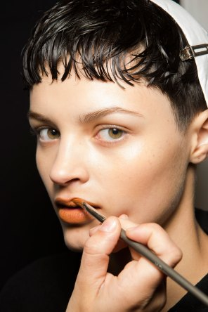 Kenzo-backstage-beauty-spring-2016-fashion-show-the-impression-010