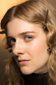 Lemaire-spring-2016-beauty-fashion-show-the-impression-14