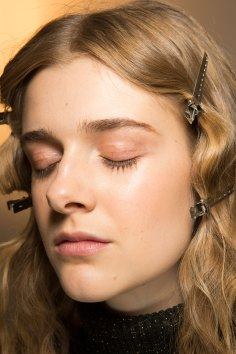 Lemaire-spring-2016-beauty-fashion-show-the-impression-15