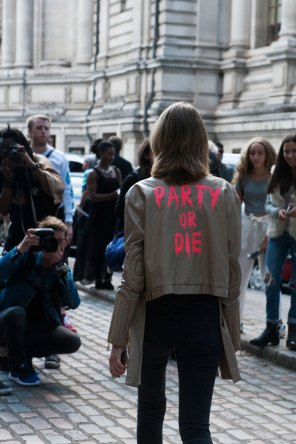 London-fashion-week-street-Style-Day-3-spring-2016-fashion-show-the-impression-022
