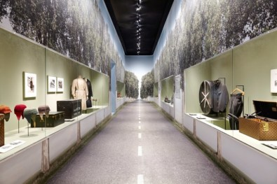 Louis-Vuitton-Volez-Voguez-Voyagez-tokyo-exhibit-the-impression-01