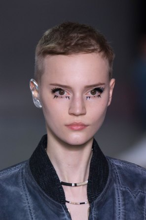Louis-Vuitton-spring-2016-runway-beauty-fashion-show-the-impression-15