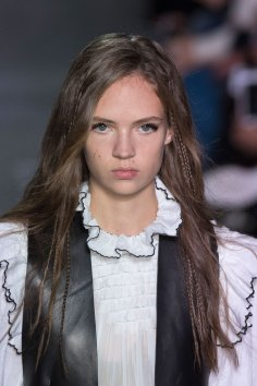 Louis-Vuitton-spring-2016-runway-beauty-fashion-show-the-impression-34