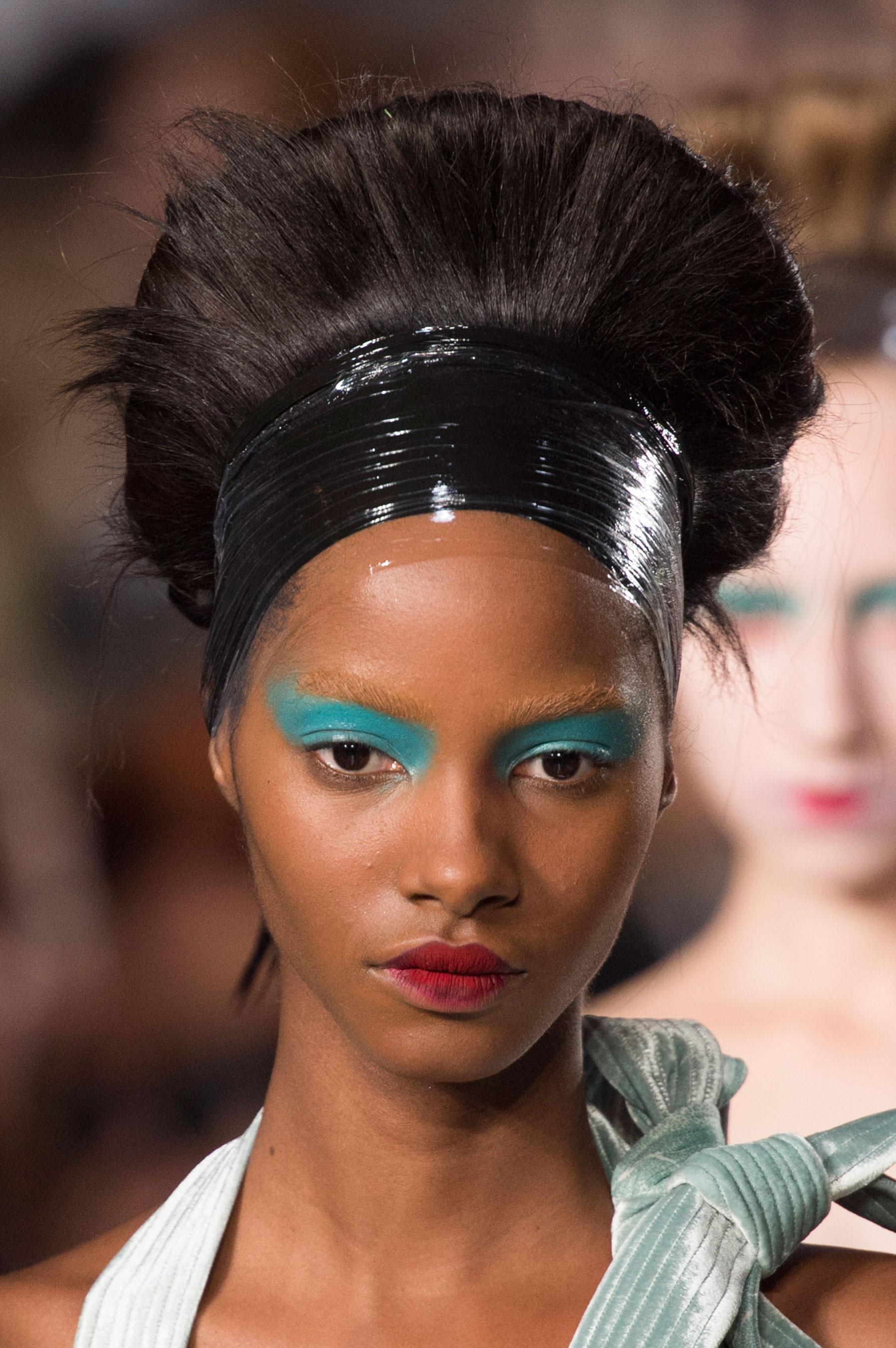 Maison-Margiela-spring-2016-runway-beauty-fashion-show-the-impression-089