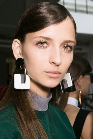 Marni-backstage-beauty-spring-2016-fashion-show-the-impression-034