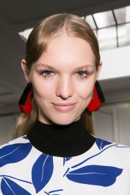Marni-backstage-beauty-spring-2016-fashion-show-the-impression-043