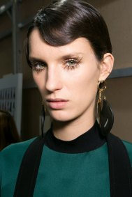 Marni-backstage-beauty-spring-2016-fashion-show-the-impression-052