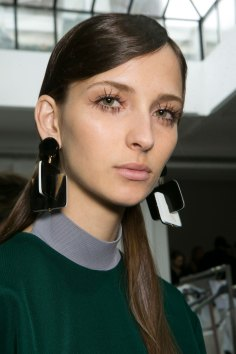 Marni-backstage-beauty-spring-2016-fashion-show-the-impression-059
