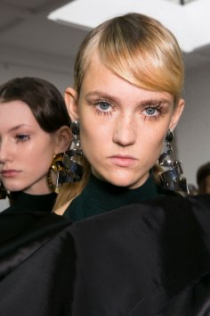 Marni-backstage-beauty-spring-2016-fashion-show-the-impression-069