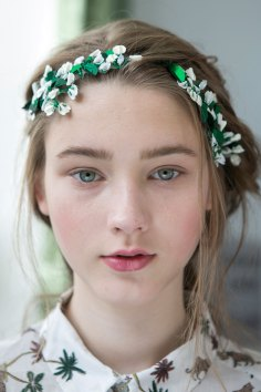 Moncler-Gamme-Rouge-spring-2016-beauty-fashion-show-the-impression-09