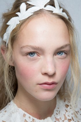 Moncler-Gamme-Rouge-spring-2016-beauty-fashion-show-the-impression-48