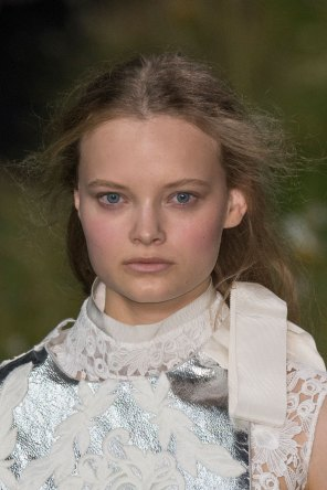 Moncler-Gamme-Rouge-spring-2016-runway-beauty-fashion-show-the-impression-26