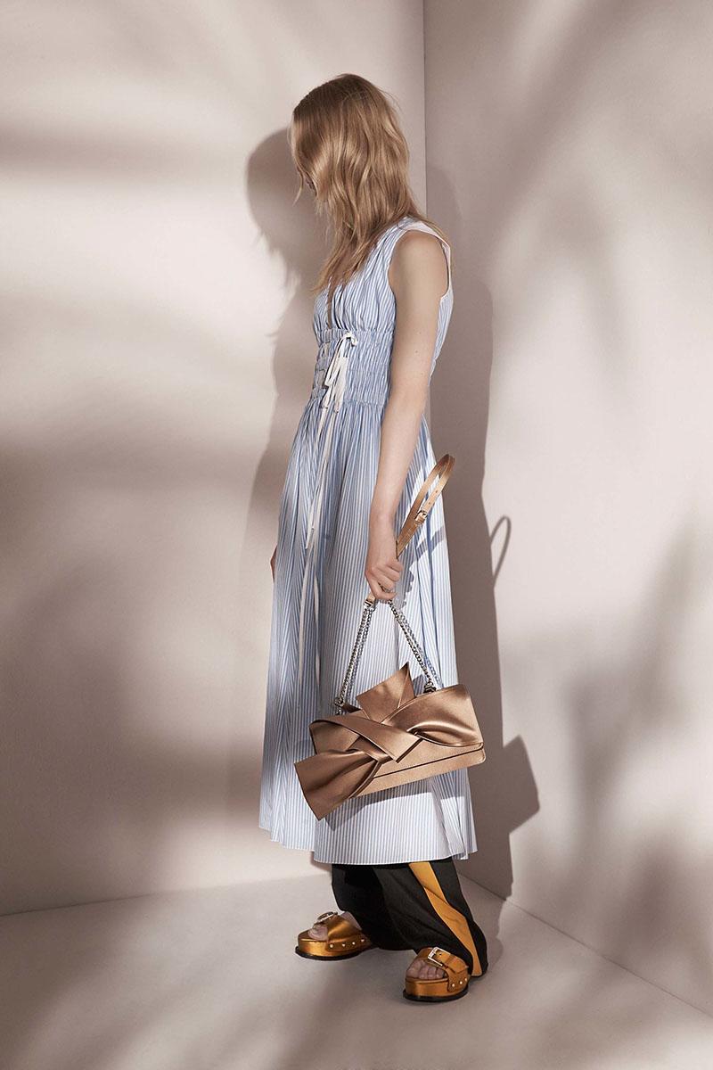 No-21-resort-2017-fashion-show-the-impression-13