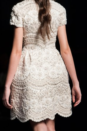 RALPH-and-RUSSO-close-ups-fall-2015-couture-the-impression-015