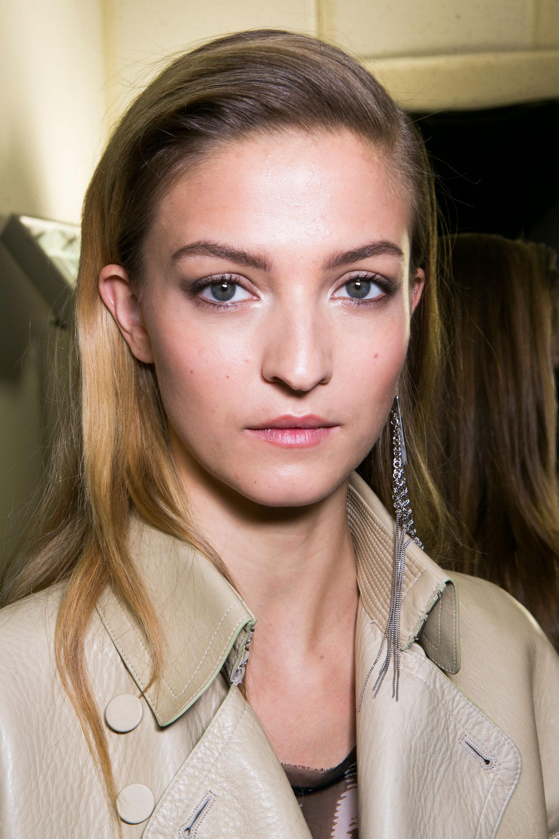 Roberto-Cavalli-Backstage-beauty-spring-2016-close-up-fashion-show-the-impression-049