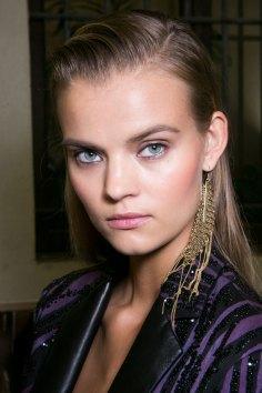 Roberto-Cavalli-Backstage-beauty-spring-2016-close-up-fashion-show-the-impression-052