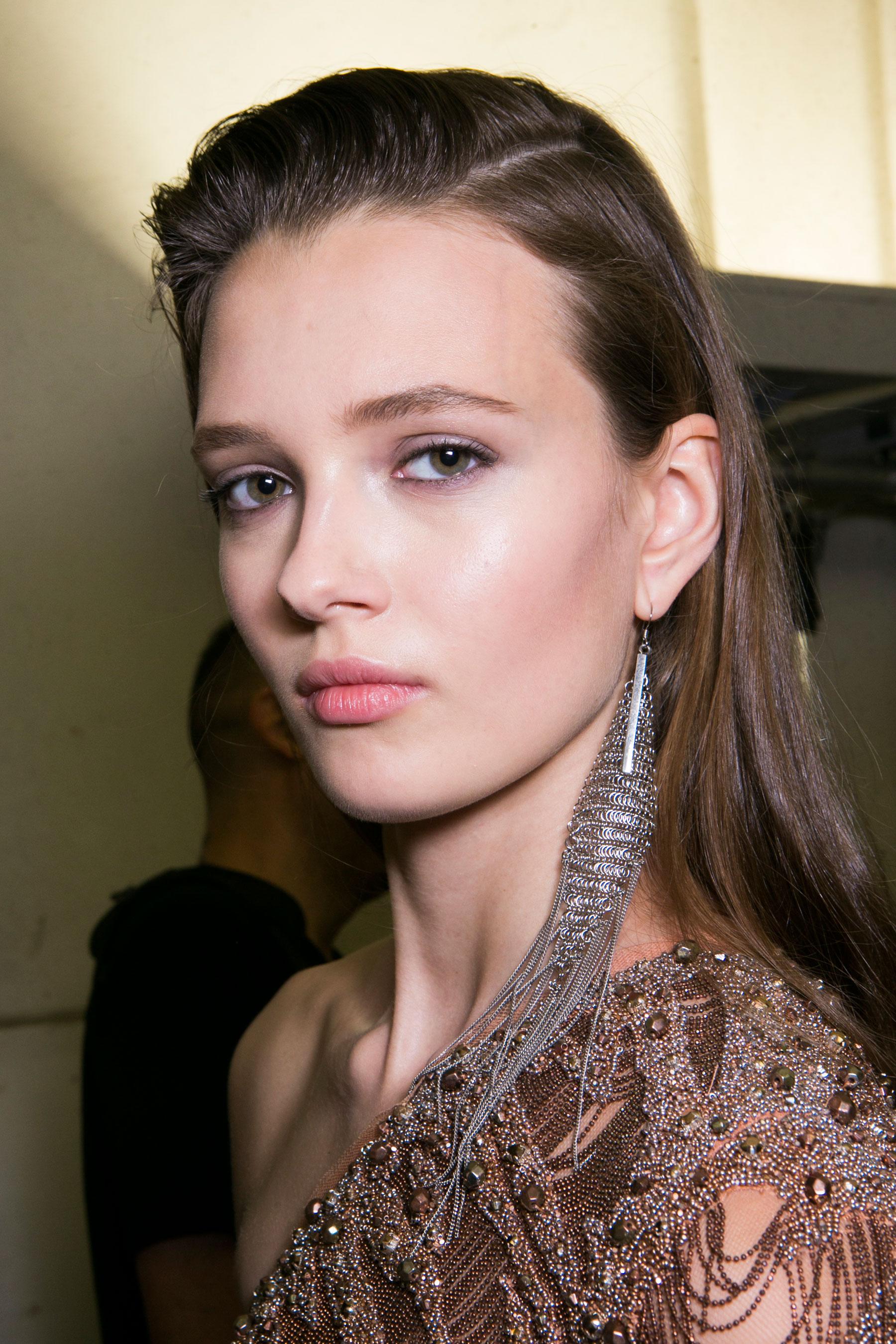 Roberto-Cavalli-Backstage-beauty-spring-2016-close-up-fashion-show-the-impression-057