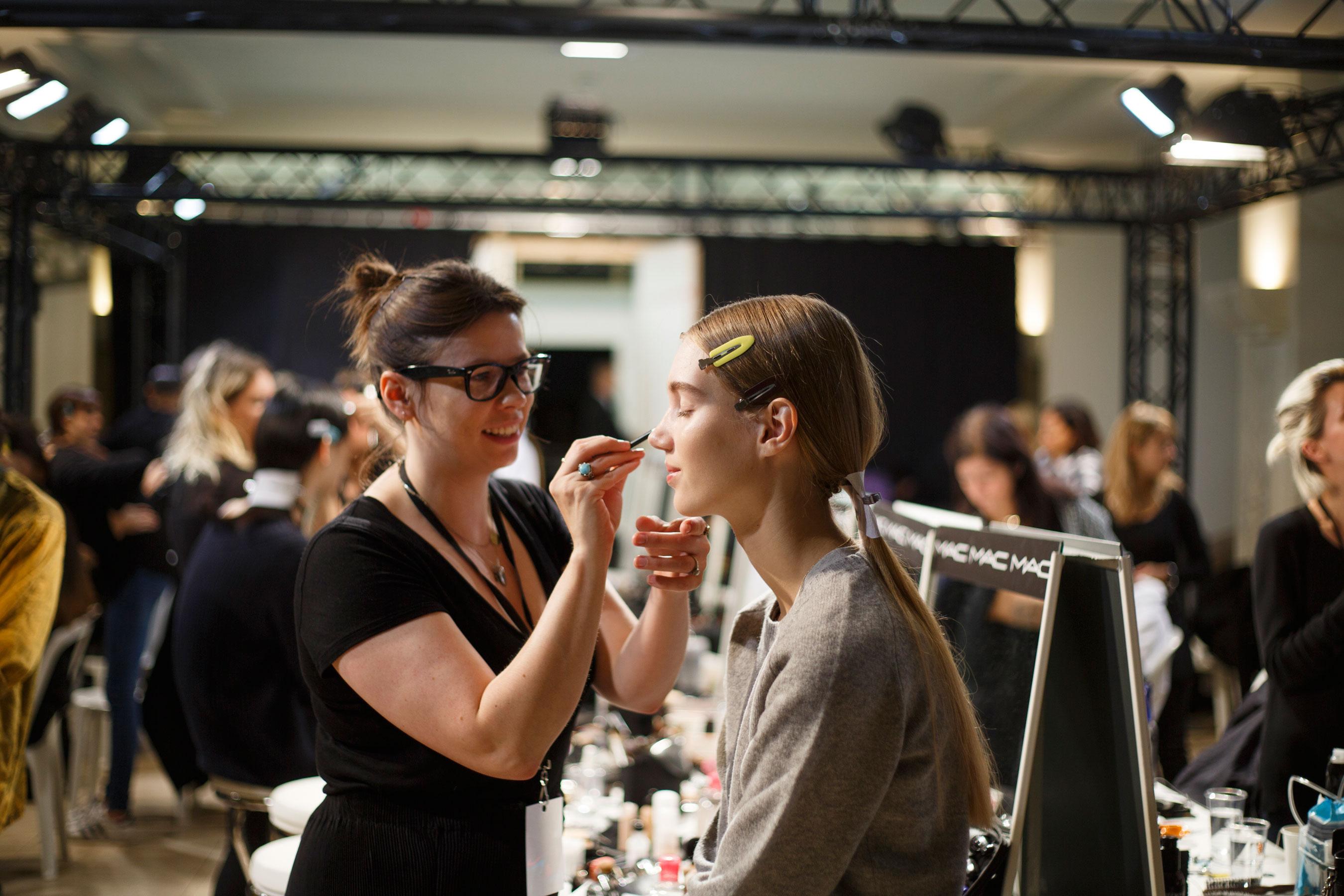 Sacai-spring-2016-beauty-fashion-show-the-impression-01