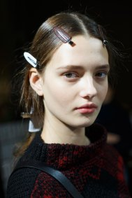 Sacai-spring-2016-beauty-fashion-show-the-impression-09