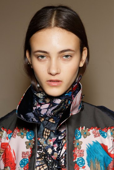 Sacai-spring-2016-beauty-fashion-show-the-impression-67