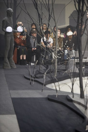 Thom-Browne-fall-2017-fashion-show-atmospher-the-impression-02