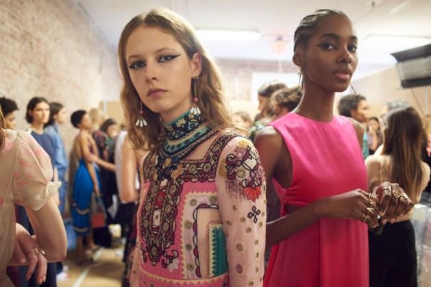 Valentino-resort-2018-backstage-fashion-show-the-impression-009