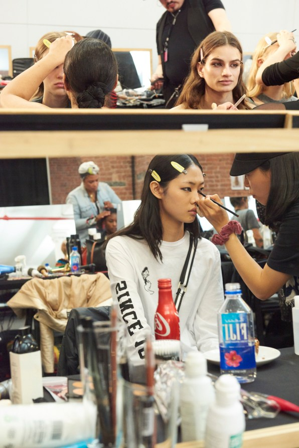 Valentino-resort-2018-beauty-fashion-show-the-impression-07