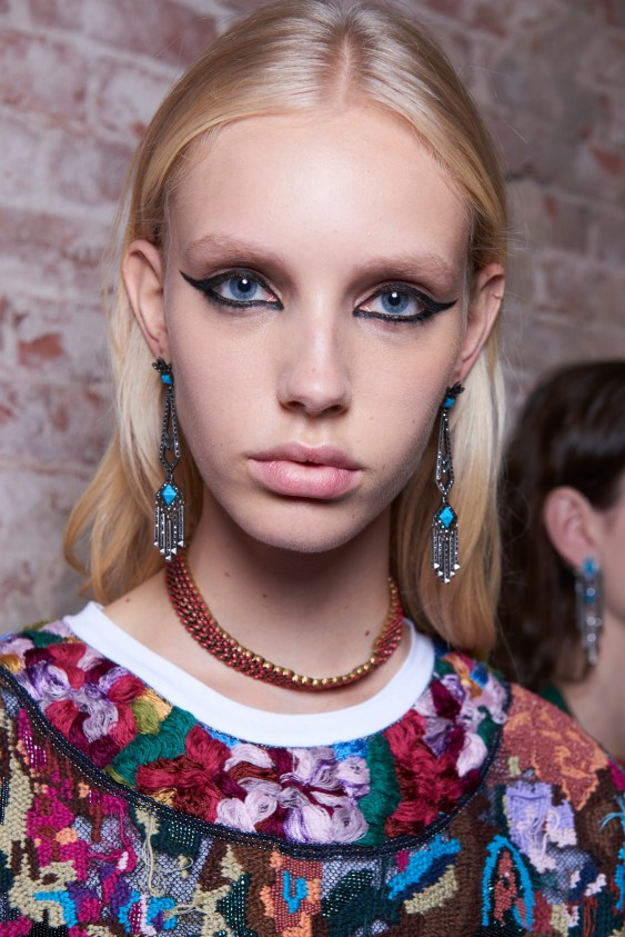 Valentino-resort-2018-beauty-fashion-show-the-impression-23