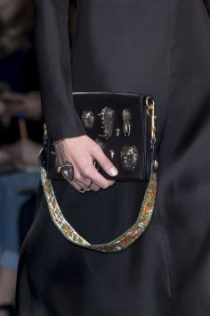 Valentino-spring-2016-handbags-fashion-show-the-impression-03