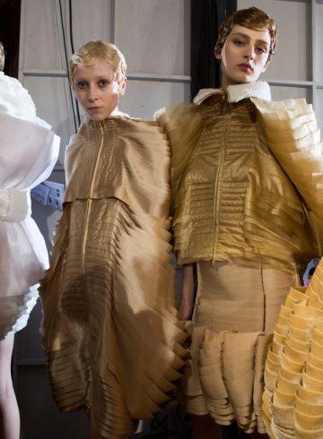Anrealage Fall 2017 Fashion Show Backstage