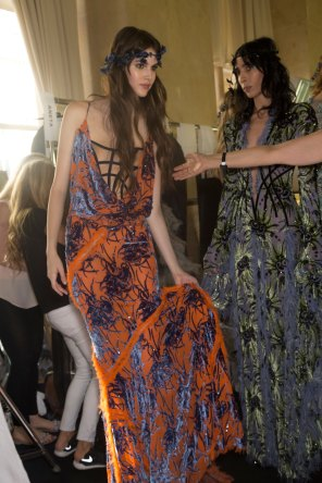 atelier-versace-backstage-fall-2015-couture-the-impression-024
