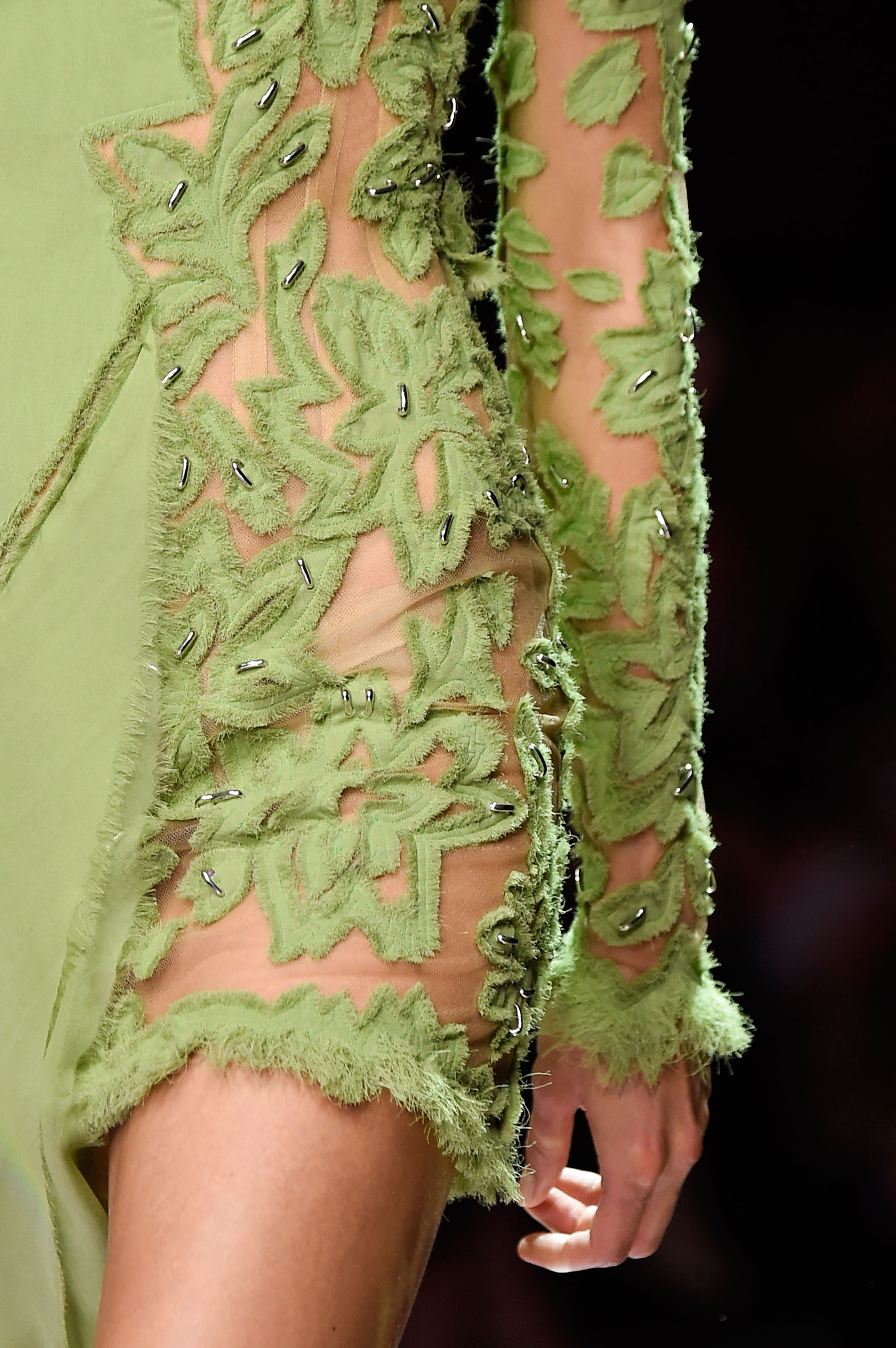 atelier-versace-close-ups-fall-2015-couture-the-impression-034