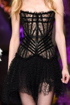 atelier-versace-close-ups-fall-2015-couture-the-impression-163