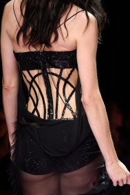 atelier-versace-close-ups-fall-2015-couture-the-impression-209