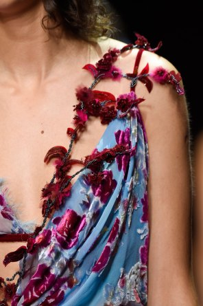 atelier-versace-close-ups-fall-2015-couture-the-impression-232