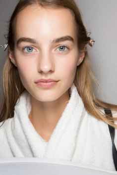 burberry-spring-2016-beauty-fashion-show-the-impression-48