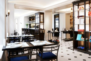 burberry's first london café