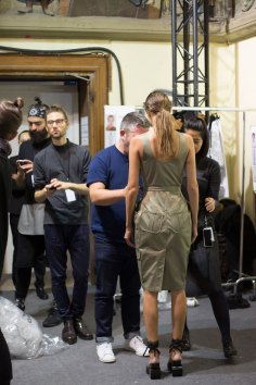 chalayan-spring-2016-backstage-fashion-show-the-impression-01