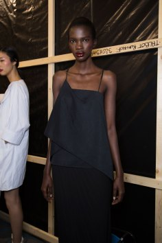 chalayan-spring-2016-backstage-fashion-show-the-impression-14