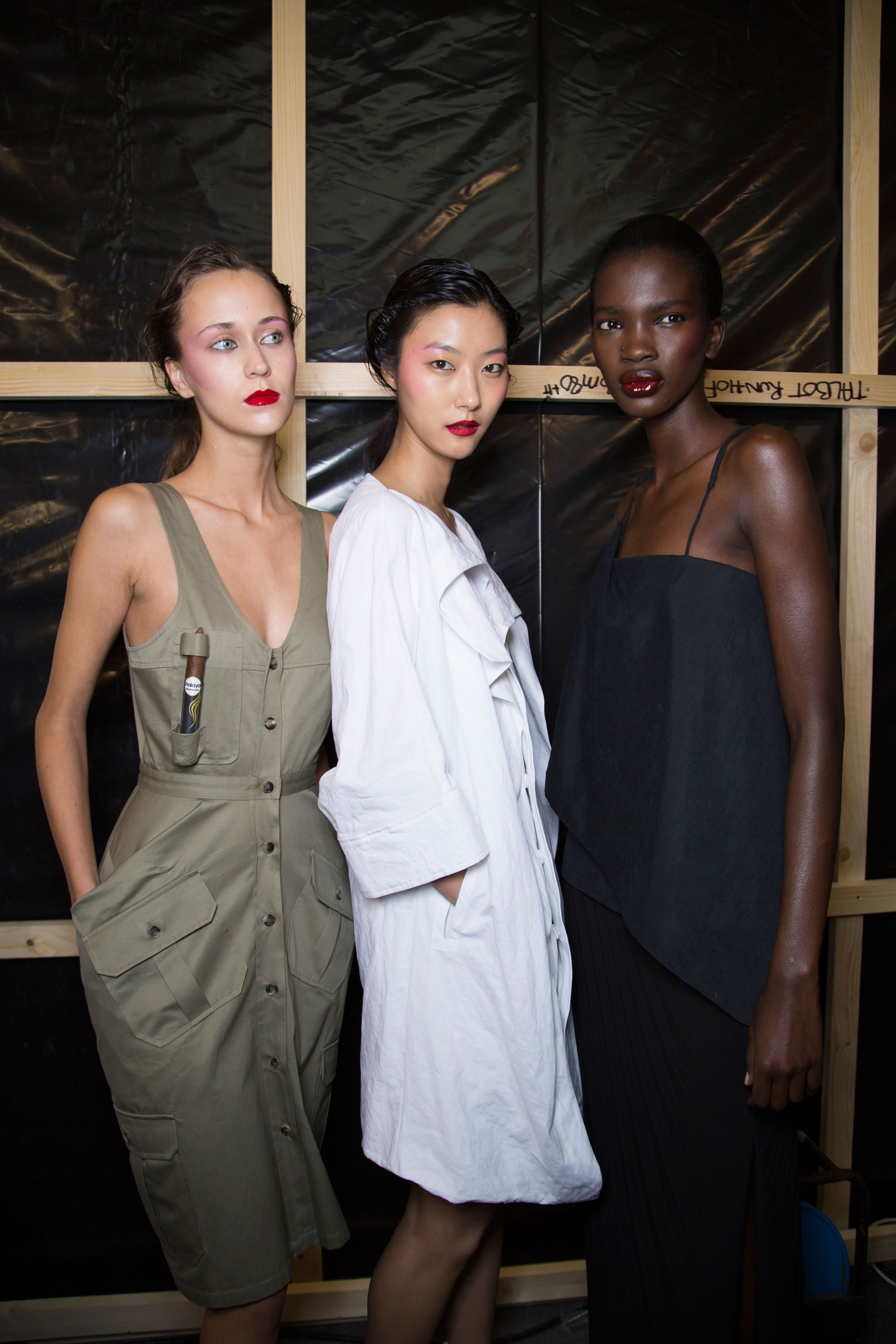 chalayan-spring-2016-backstage-fashion-show-the-impression-26