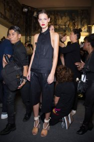 chalayan-spring-2016-backstage-fashion-show-the-impression-35
