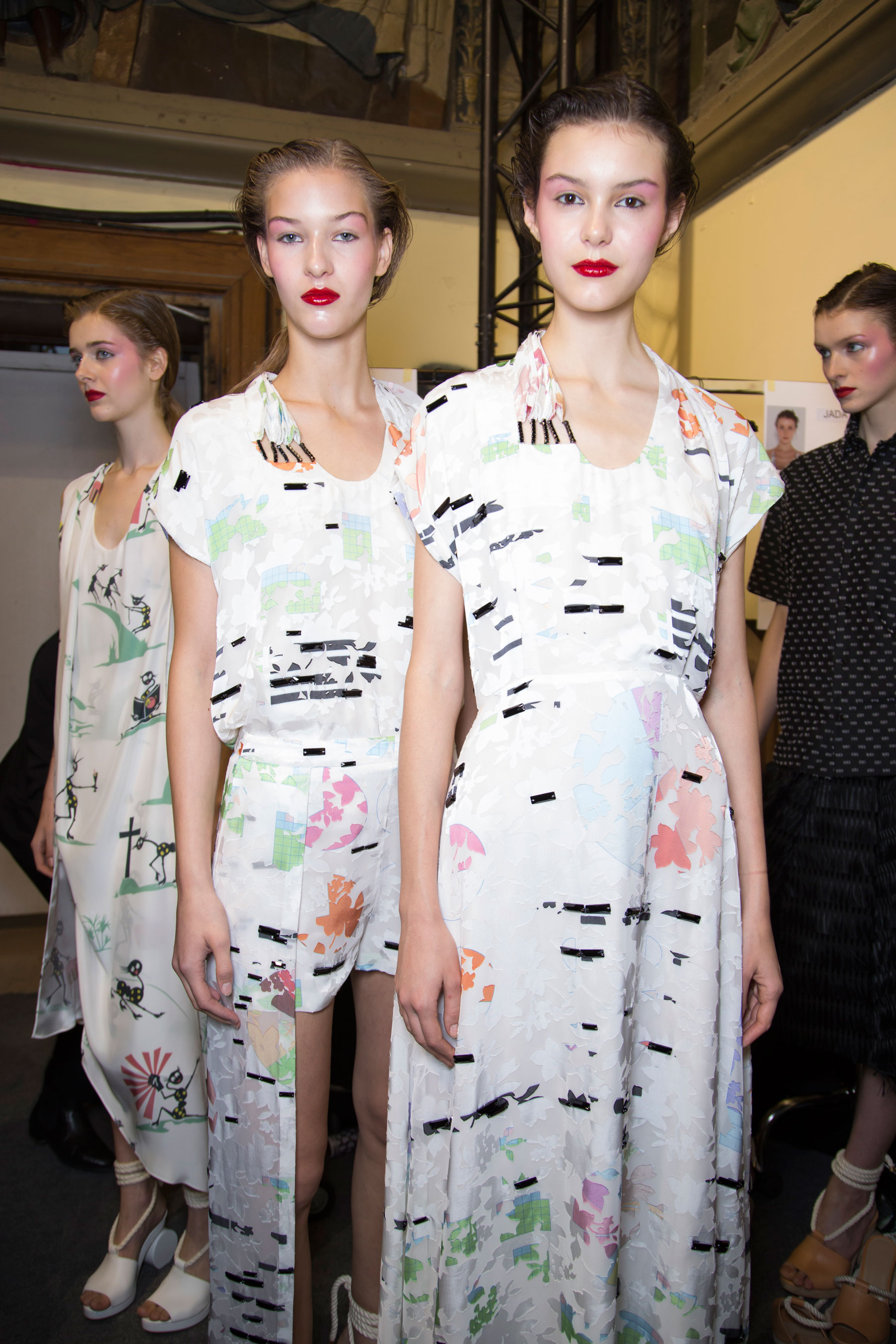 chalayan-spring-2016-backstage-fashion-show-the-impression-40